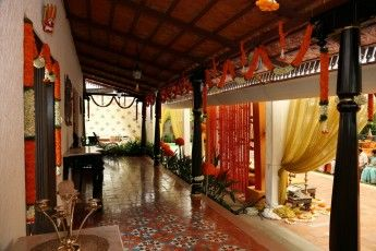 orange-indian-wedding-decor-001