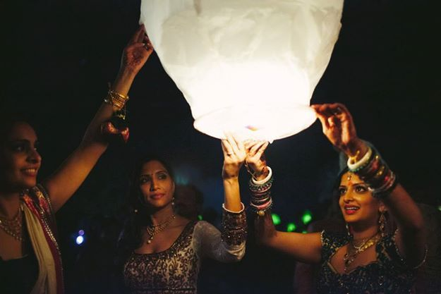 Make it Happen: Flying Paper Lanterns on your Wedding | WedMeGood
