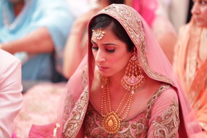 indian-bride-pink-anarkali-large-earrings-001
