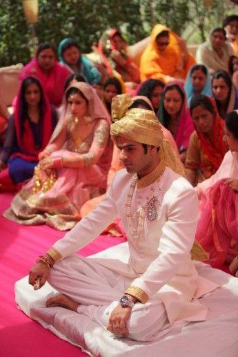 indian-groom-cream-sherwani-elegant-001