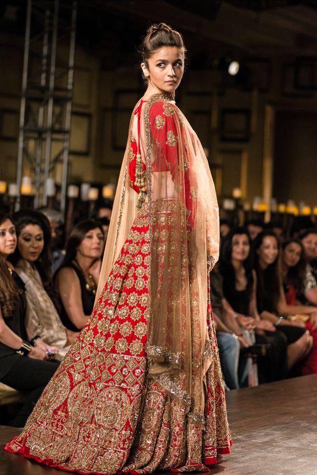 aalia-bhatt-manih-malhotra-red-lehenga-001