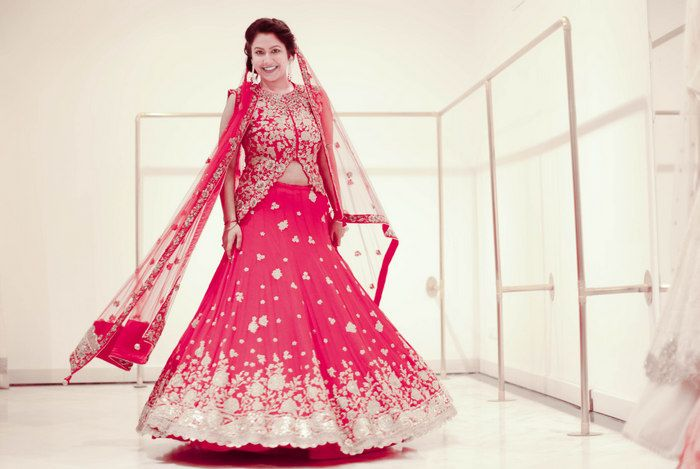 red-modern-bridal-lehenga-003