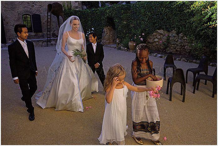 Inside Angelina Jolie And Brad Pitt S Wedding At Chateau Miraval Wedmegood