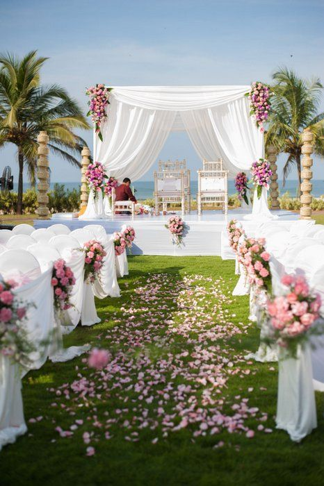A stunning beach side wedding in Goa ! | WedMeGood