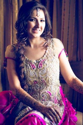 pinkand gold-mehendi-outfit (3)