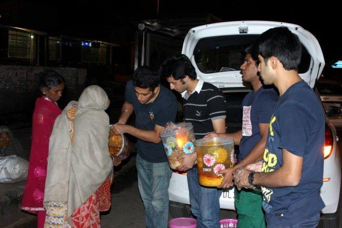 Volunteers Donating Food1