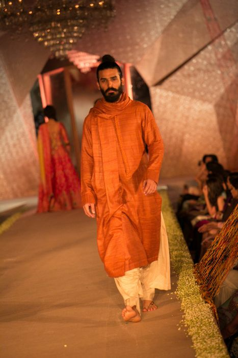 Model in Manish Malhotra - The Regal Threads Collection_14