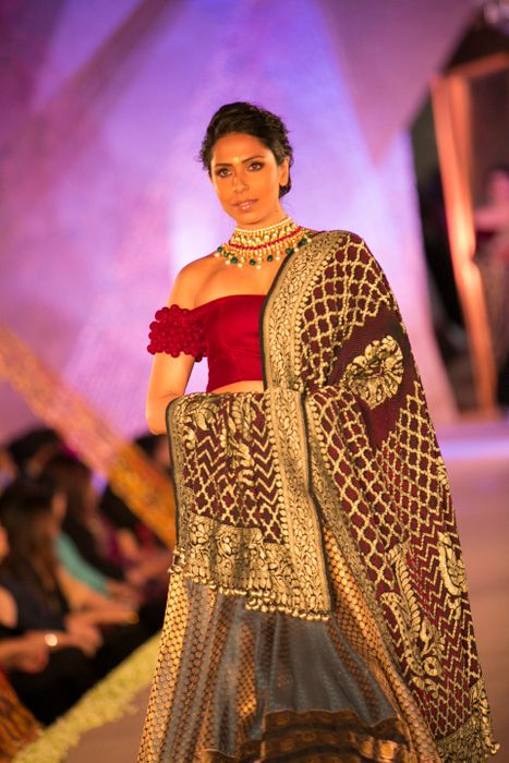Model in Manish Malhotra - The Regal Threads Collection_15