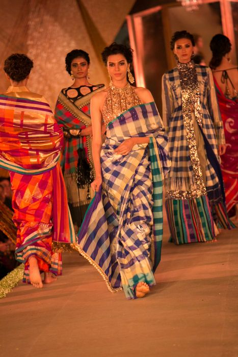 Model in Manish Malhotra - The Regal Threads Collection_6