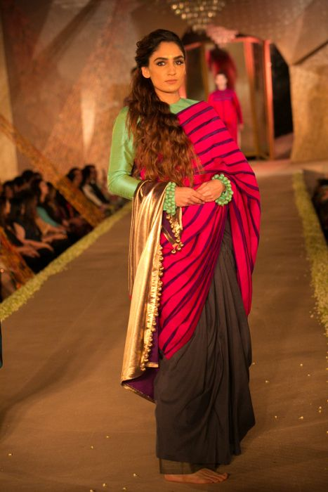 Model in Manish Malhotra - The Regal Threads Collection_9