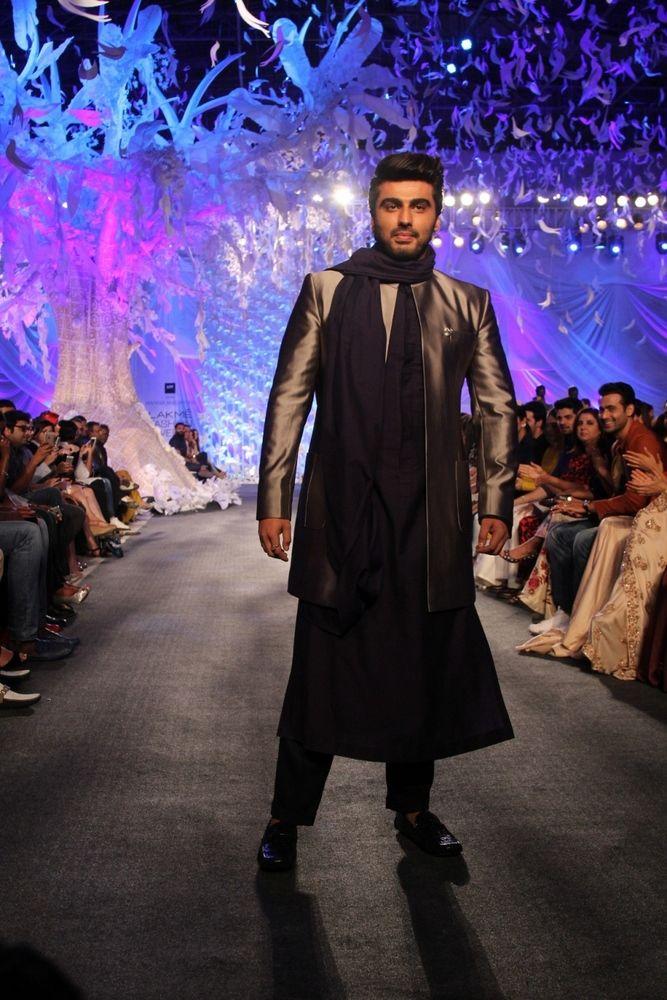Arjun Kapoor in Manish Malhotra's ELEMENTS Collection_LFW