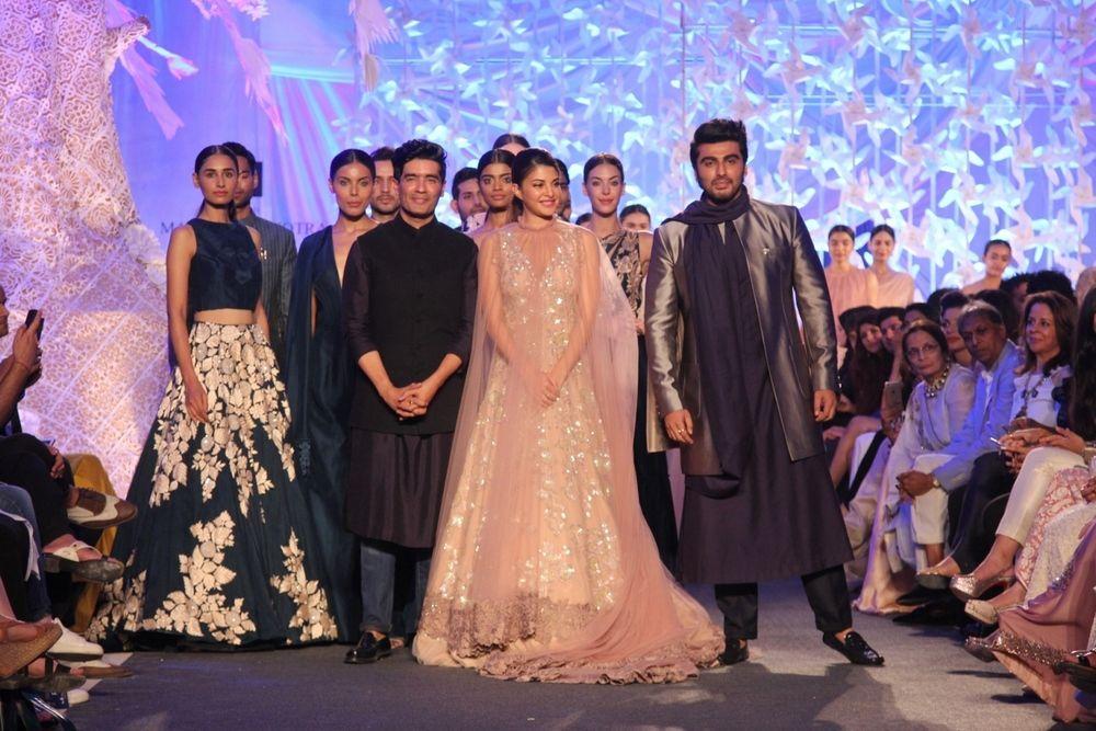 (L-R) Manish Malhotra, Jacqueline Fernandez,Arjun Kapoor in Manish Malhotra's ELEMENTS Collection