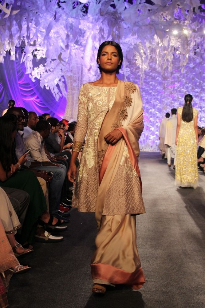 Model in Manish Malhotra's ELEMENTS Collection_LFW5