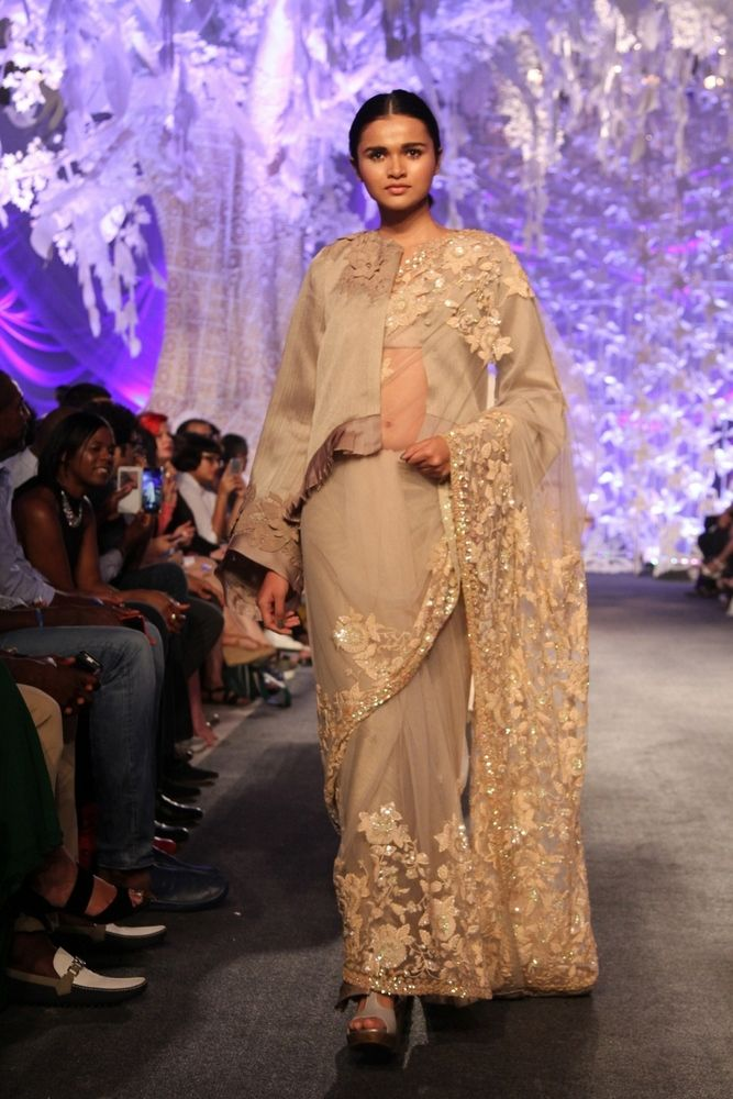 Model in Manish Malhotra's ELEMENTS Collection_LFW6