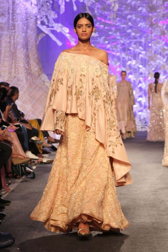 Model in Manish Malhotra's ELEMENTS Collection_LFW7