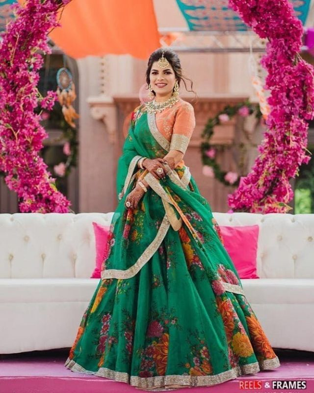 94a845641f83d6 Short brides should steer clear of broad borders as they will definitely  make them look shorter. Opt for narrow borders and give the broad,  embroidered ones ...