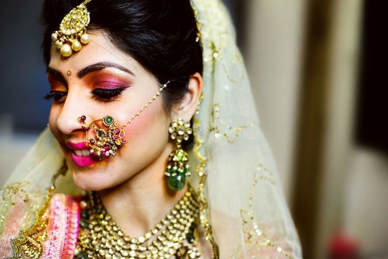 Smart Hacks To Keep Your Bridal Nath In Place! | WedMeGood