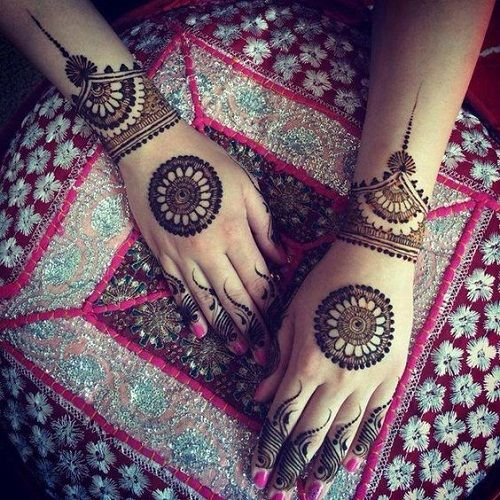 Beaded arabic mehndi design