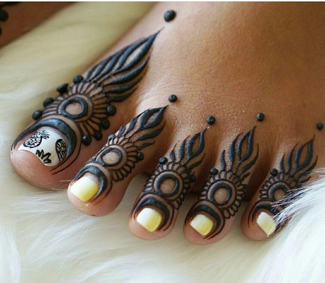 Feet finger mehendi design