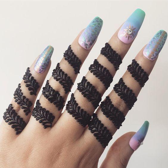 Unique finger mehendi design