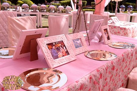 7 ways to incorporate family photos into your wedding