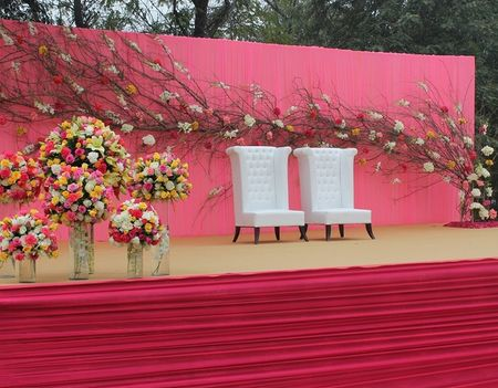 The prettiest bride and groom chairs for your wedding !