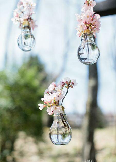 #Trending: Light Bulbs Used as Vases !