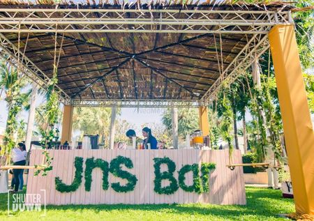 6 Awesome Ways To Make Your Wedding Bar The Best Place To Hang!