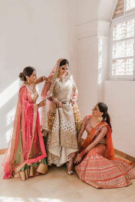 Cute Ideas For Getting Ready Photos With Bridesmaids!