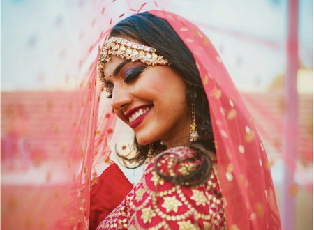Real Photographers Reveal: The Most Flattering Poses For Brides