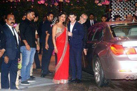 Priyanka Chopra & Nick Jonas Are ENGAGED!!!!