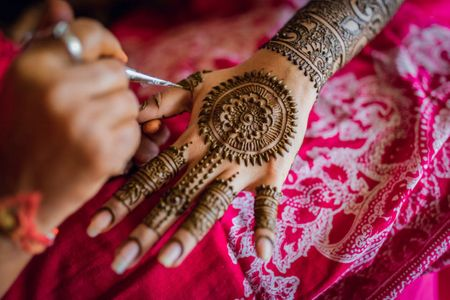 Bookmark These 15+ Best Back Of The Hand Bridal Mehendi Designs For Your Wedding!