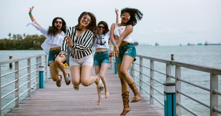 What Happened When 4 Friends Went On A Bachelorette Trip To Singapore? #WMGSingaporeSpree