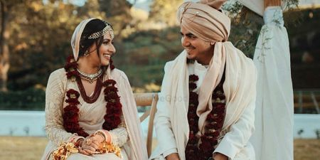Contrasting Jaimalas Which Can Make Your Wedding Photos Pop!