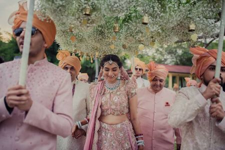 #Trending – We Found This Dreamy Baby Breath Phoolon Ki Chaadar For Your Bridal Entry!