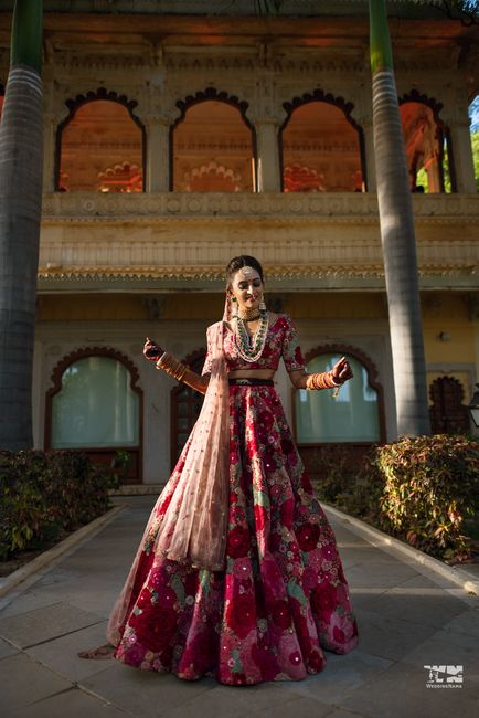 A Dreamy & Elegant Udaipur Wedding With The Bride In The Most Stunning Outfits