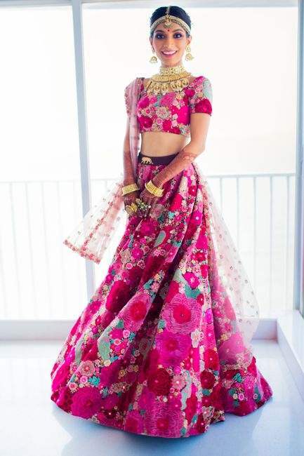 A Beautiful Mumbai Wedding With A Bride In Dazzling Outfits