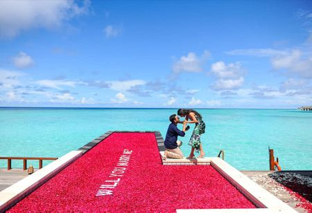 This Stunning Floating Proposal In Maldives Has Our Heart!