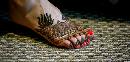 Half Mehendi Designs On Bridal Feet To Bookmark When You're On Lockdown!
