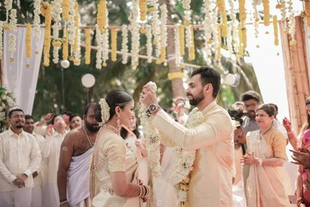 Intimate Kerala Wedding By The Backwaters Full Of Love & Warmth!