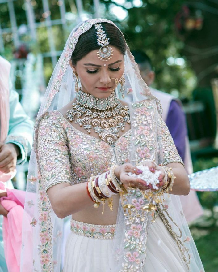 I Mean Isn T That Jewellery Gorgeous Contrasting Pastels Work So Well And We Re Loving This Look For A Bride Her Groom Abhinav Complemented In