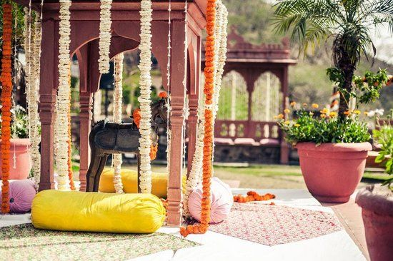 Photo of simple mehendi decor with genda flowers