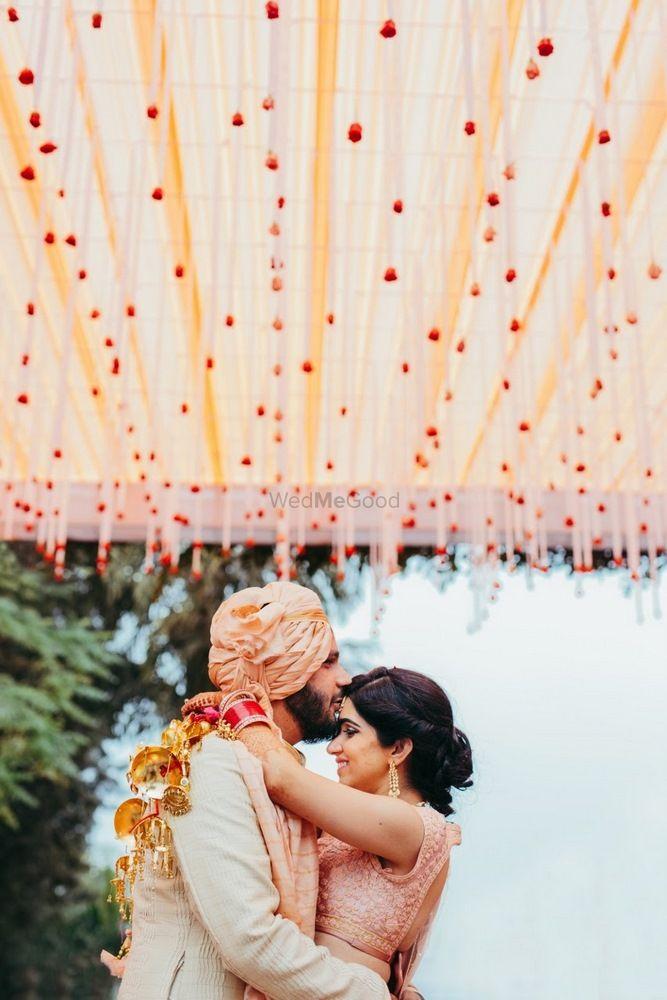 Wedding Photoshoot & Poses Photo couple kissing shot