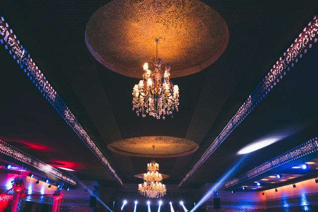 Photo of Glamorous chandelier decor