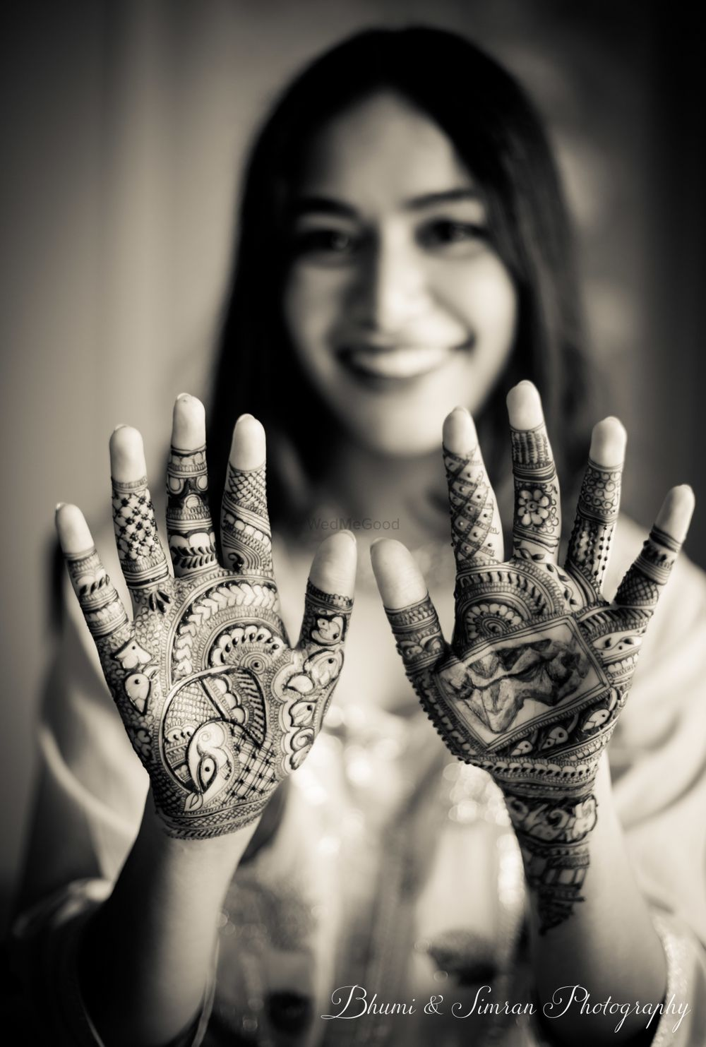 Photo of Bride showing off her minimal mehendi on palms