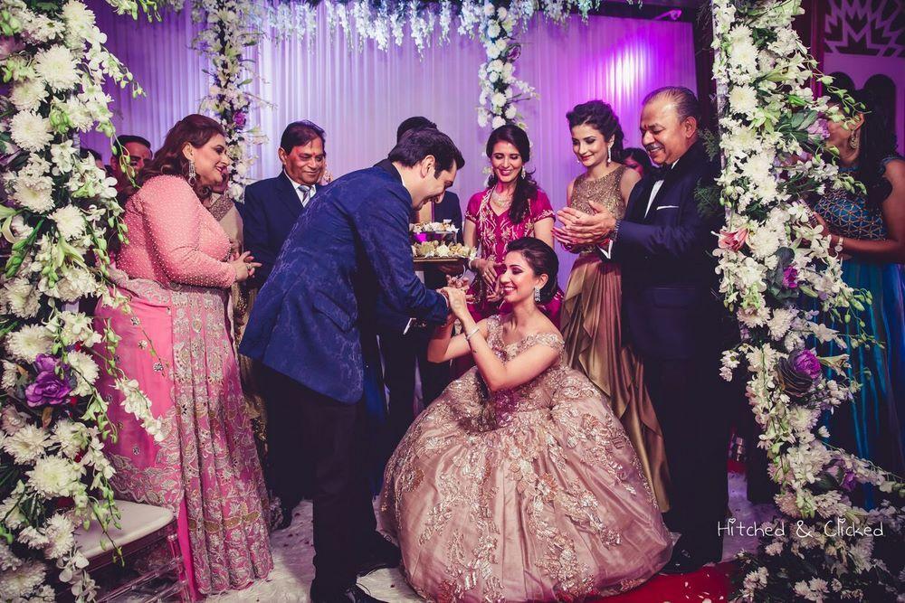 Wedding Photoshoot & Poses Photo bride going down on one knee