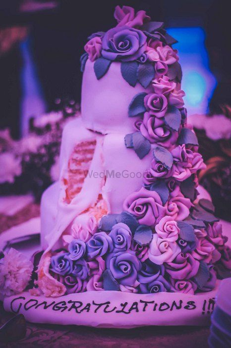 Photo of lilac and purple cake with roses