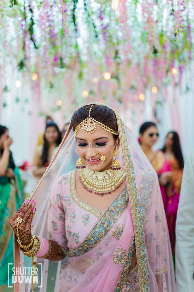 Photo of Pretty pastel bridal portrait