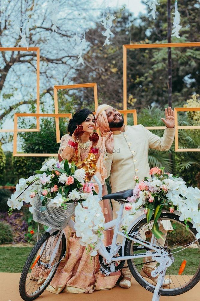 Wedding Photoshoot & Poses Photo photobooth ideas