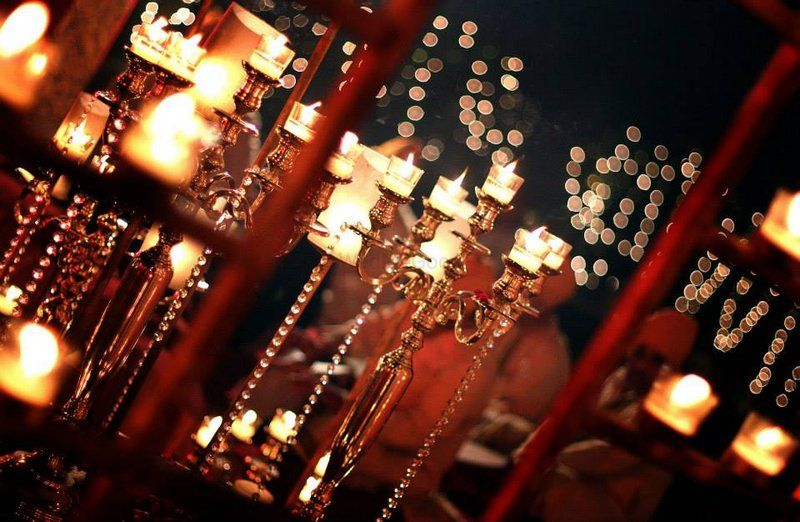 Photo of red and gold glam wedding decor